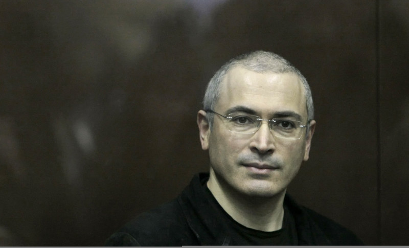 Mikhail Khodorkovsky looks on from behind a glass enclosure at a court room in Moscow,  Russia, Thursday, Dec. 30, 2010. Khodorkovsky, 47, is in the final year of an eight-year sentence after being convicted of tax evasion, and the new conviction on charges of embezzlement and money laundering could keep him behind bars for several more years. (AP Photo/Alexander Zemlianichenko Jr)